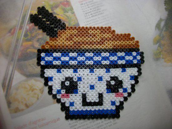 Magnet pour le frigo :  http://mes-petites-creations-13.skyrock.com/3238405273-Magnet-frigo-en-perle-hama-bol-de-nouilles.html