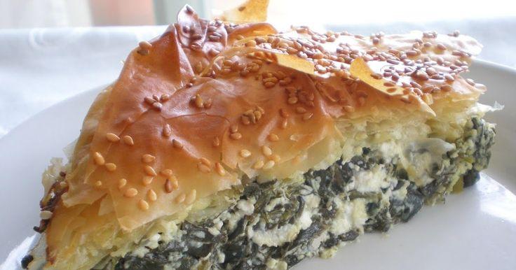 """Spanakopita; già la parola lascia intendere qual'è l'ingrediente principale di questa """"pita""""  (focaccia): gli spinaci. Ma volendo essere più..."""