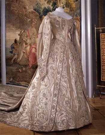 1902, Alexandra's coronation gown (front view)