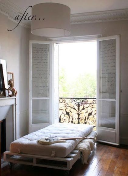 Wooden shipping pallets recycled to create a twin bed-fantastic