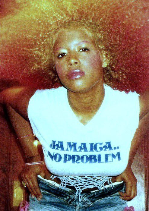 Kelis dyed her eyebrows pink to match her hair. When will your faves? #kelis #hair