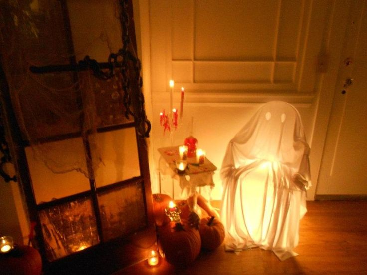 Spooky interior halloween decoration for serious feels Scary halloween decorating ideas inside