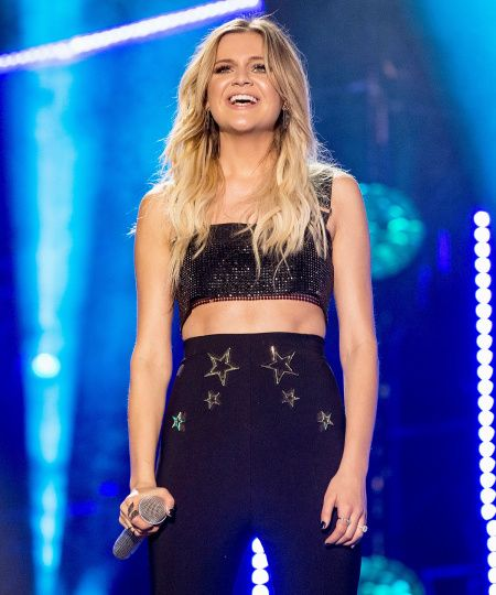 "#People .... ""Kelsea Ballerini's Trainer Shares Exercises to Get Ripped Abs""... http://people.com/bodies/kelsea-ballerini-trainer-ab-workout/"