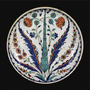 An Iznik polychrome pottery dish, Turkey, <P>circa 1570-1580</P> | Lot | Sotheby's