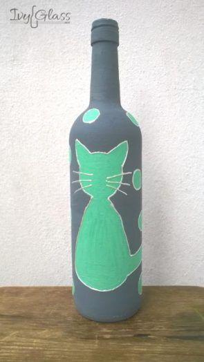 Ręcznie malowana szklana butelka - Miętowy kot