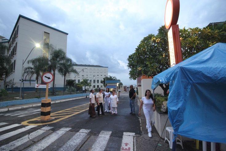 Greve em hospitais da Famesp: Após 22 dias, 508 cirurgias são canceladas em Bauru -     A greve nos hospitais de Bauru geridos pela Fundação para o Desenvolvimento Médico e Hospitalar (Famesp) chega, hoje, ao 22.º dia e sem previsão de chegar ao fim. O movimento atingeos hospitais de Base (HB) e Estadual (HE), bem como a Maternidade Santa Isabel e o Ambulatório Médico - https://acontecebotucatu.com.br/regiao/greve-em-hospitais-da-famesp-apos-22-dias-508-c