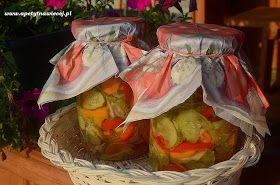 Sezon na gromadzenie zimowych zapasów w pełnym rozkwicie:)  Dziś propozycja zimowej sałatki z ogórków, marchewki, czerwonej papryki i cebul...