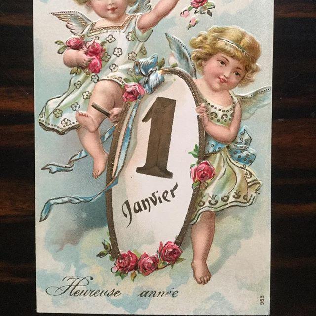 Heureuse Année !! エンボス加工に金彩が美しい年賀状 20世紀初頭、フランスで流通していたアンティークポストカード 新年を迎える喜びがあふれる 美しい1枚です。 #アンティークポストカード #年賀状 #Gallery壹 #heureuse année