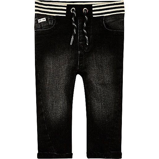 Schwarze, verwaschene Jeans