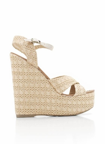 A small patent leatherette adjustable buckle adds just hint of elegance to these woven raffia slingback wedges.Small Patent, Woven Raffia, Raffia Slingback, Buckles Add, Awesome Shoes, Adjustable Buckles, Patent Leatherette, Leatherette Adjustable, Slingback Wedges