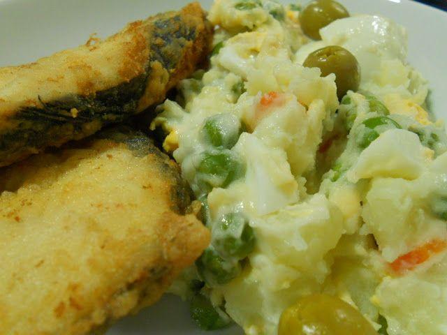 Pescada frita com salada russa