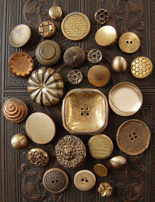 Brown | Buraun | Braun | Marrone | Brun | Marrón | Bruin | ブラウン | Colour | Texture | Pattern | Style | Buttons