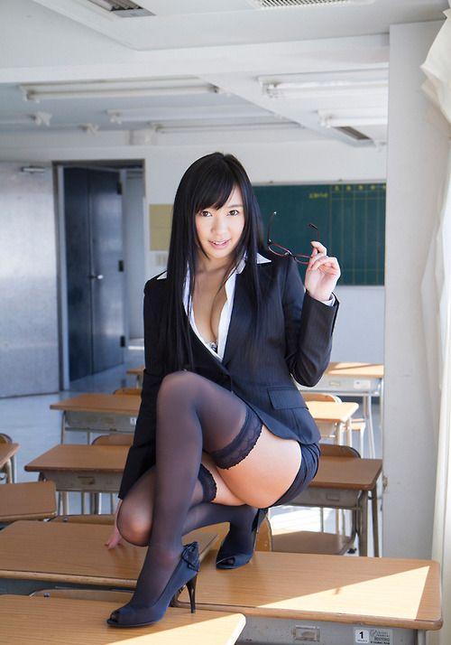 Hermosa chica en pantimedias negro 8
