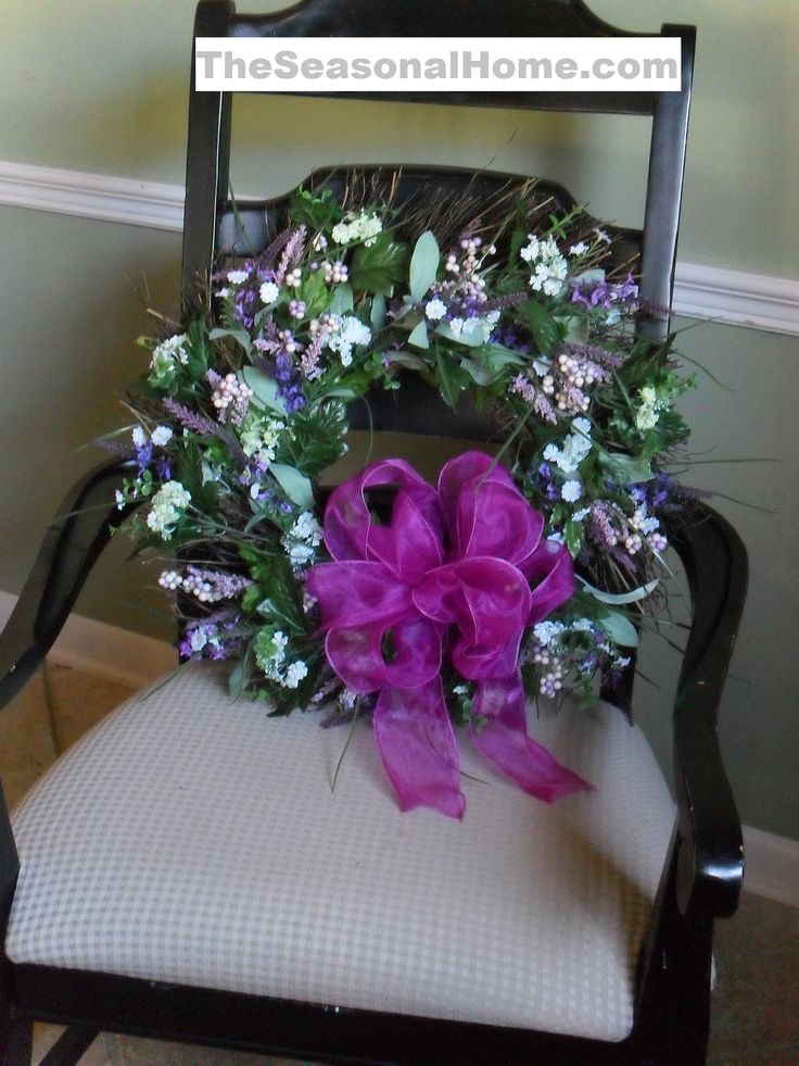 When it comes to choosing a pretty wreath to hang outside or in your home, normally you have 2 choices: (1) make it yourself or (2) purchase a (typically) very expensive designer wreath. But, I ha...