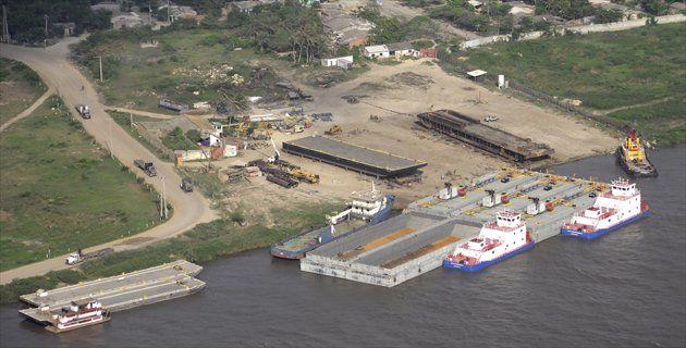 Mientras el Gobierno Nacional reiteró que su objetivo es reglamentar la navegación en el Río Magdalena, los empresarios del sector portuario de Barranquilla advirtieron que la autorización de la operación de descargue en fondeo representa una amenaza para la estabilidad jurídica de los contratos de concesión que tienen con el Estado.