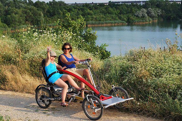 Radwandern mit Vierrad Tandem Fahrrad metallhase - am Wienerbergsee