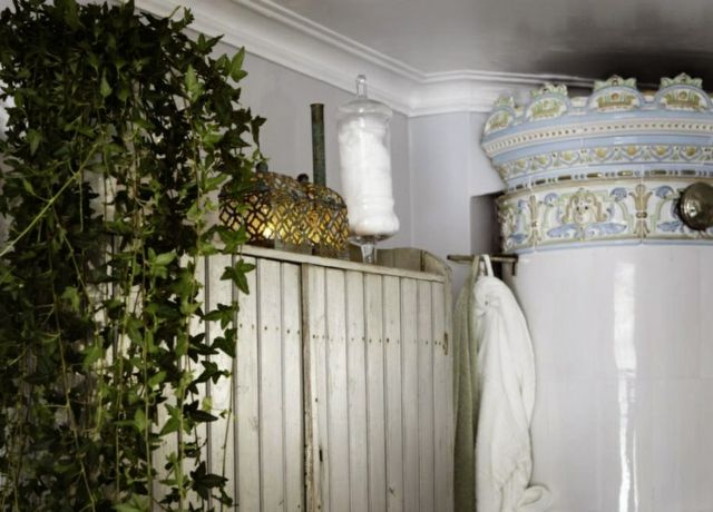 Create A Cozy Bathroom In Shabby Chic Style