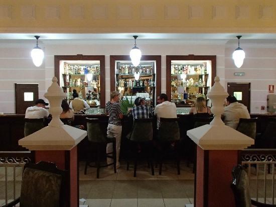 Memories Azul Beach Resort: Lobby Bar