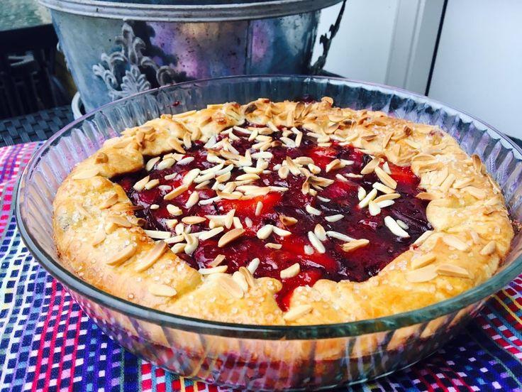 Foto: Sara B. Hansen. E n rigtig lækker blommetærte som smager skønt med en klat cremefraiche til eller måske lidt vaniljeis. Brug gerne...