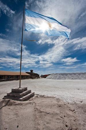 はためくアルゼンチン国旗がかっこいい。サリーナス・グランデスの絶景まとめ。