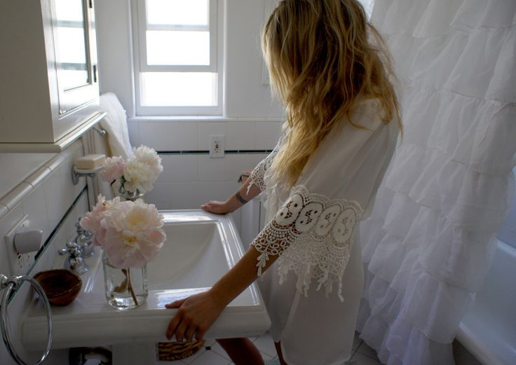 So lovelyStones Foxes, Kimonos Robe, Fashion, Stone Cold Fox, Beautiful Bathroom, White Lace, White Bathroom, Shower Curtains, Stones Cold Foxes