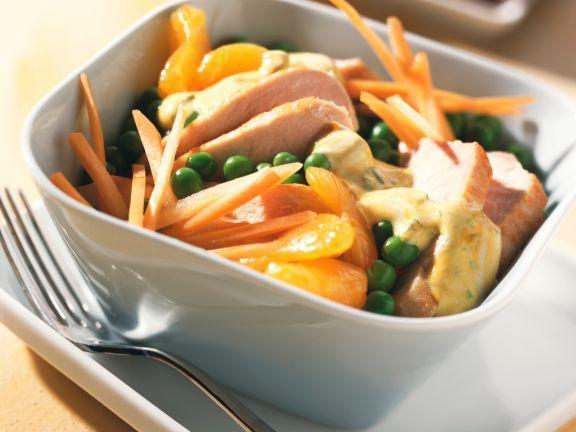 Gemüse-Geflügelsalat mit Mandarinen ist ein Rezept mit frischen Zutaten aus der Kategorie Gemüsesalat. Probieren Sie dieses und weitere Rezepte von EAT SMARTER!