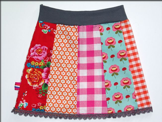 Vrolijk rokje, leuk met gehaakt randje eraan So cute!! I feel like I've seen this skirt somewhere before...