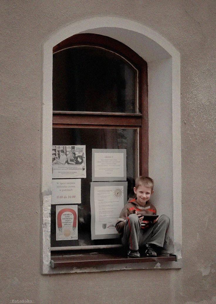 Chłopiec z tabletem