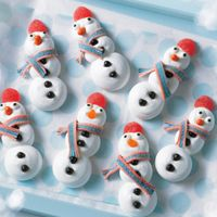 Burnbrae Farms – #CookieEggChange! - Merry Meringue Snowmen - Create a winter wonderland of fun in the kitchen for you and your kids with this simple, meringue cookie.  Check out this recipe! #BurnbraeFarms #CookieEggChange