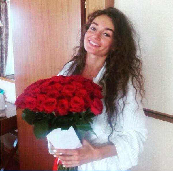 Букет из 51 розы. Скидка 250р промо-код CLIENT. Всем прекрасного дня! Не забывайте своих любимых ❤️ www.dostavka-tsvetov.com
