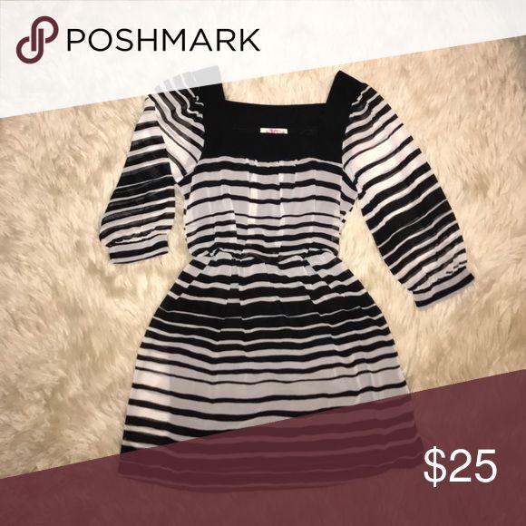 Black & white 3/4 sleeve flowy dress NWOT Black & white 3/4 sleeve dress. Never worn Dresses Long Sleeve