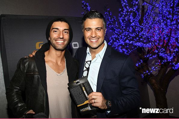 Actors Justin Baldoni (L) and Jaime Camil attend the Pilot Pen and GBK Luxury Lounge honoring Golden Globe nominees and presenters held at the W Hollywood on January 10, 2015 in Hollywood, California.  (Photo by Tommaso Boddi/Getty Images for GBK Productions)