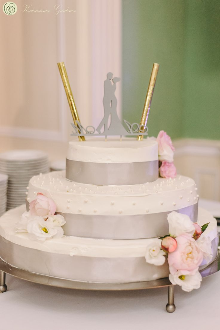 wedding cake decorations, peonies