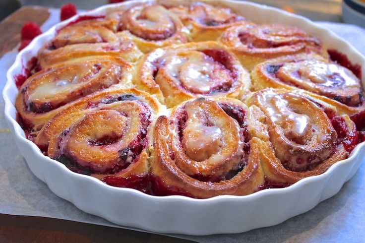 White chocolate and berry scrolls (Chelsea's buns) recipe at http://chelseawinter.co.nz/raspberry-scrolls/