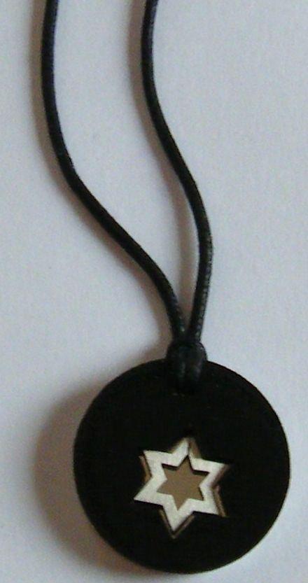 collana uomo con cordino nero e ciondolo