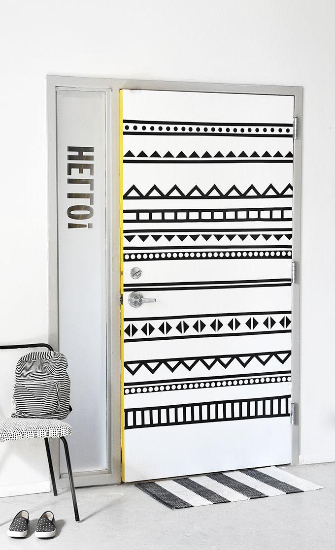 DIY: graphic door