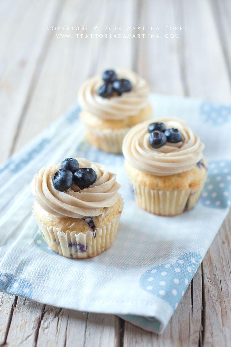 Un classico tutto americano: Cupcake ai Mirtilli mit Zuckerguss von Crema al Burro ….