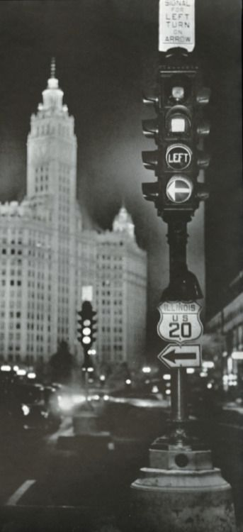 A newly installed traffic signal at Michigan Ave and Lake in 1935 (Chicago Pin of the Day, 2/12/2017).