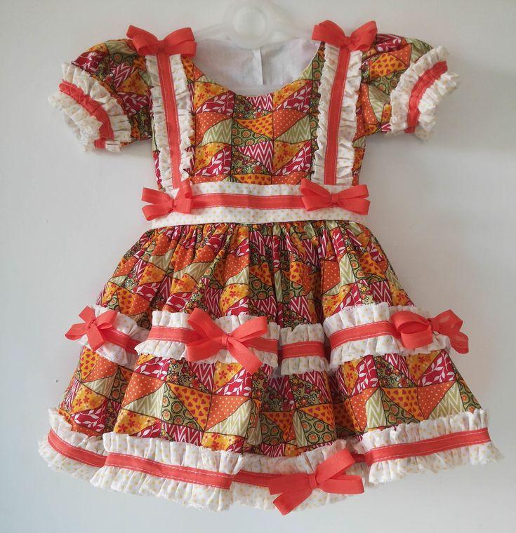 Vestido junino laranja    Tamanhos disponíveis:    M - 6 meses        Composição: 67% poliéster 33% algodão.  Forro em algodão.    Postagem em até 3 dias úteis.