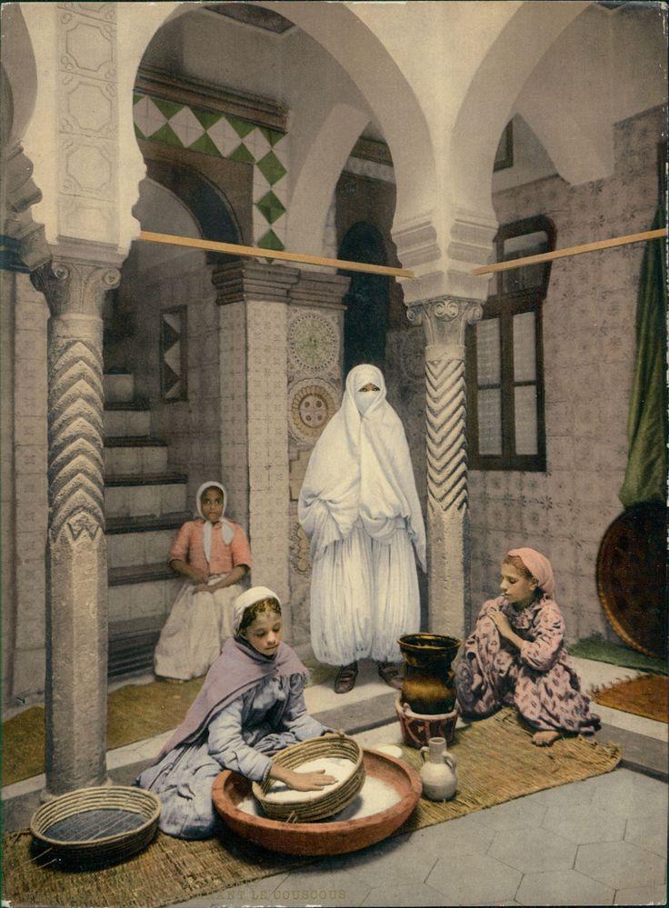Alger, Femmes maures préparant le couscous. #Afrique_Africa #Algérie