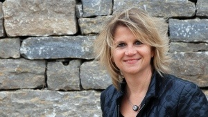 """""""Natursteine sind uralte Schönheiten""""    17.04.2012 ·  Das alte Handwerk des Trockenmauerns kommt in heutigen Naturgärten wieder zum Vorschein. Die Landschaftsarchitektin Ingrid Schegk ist eine Expertin auf diesem Gebiet. Sie lehrt an der Hochschule Weihenstephan-Triesdorf im Fach Baukonstruktion."""