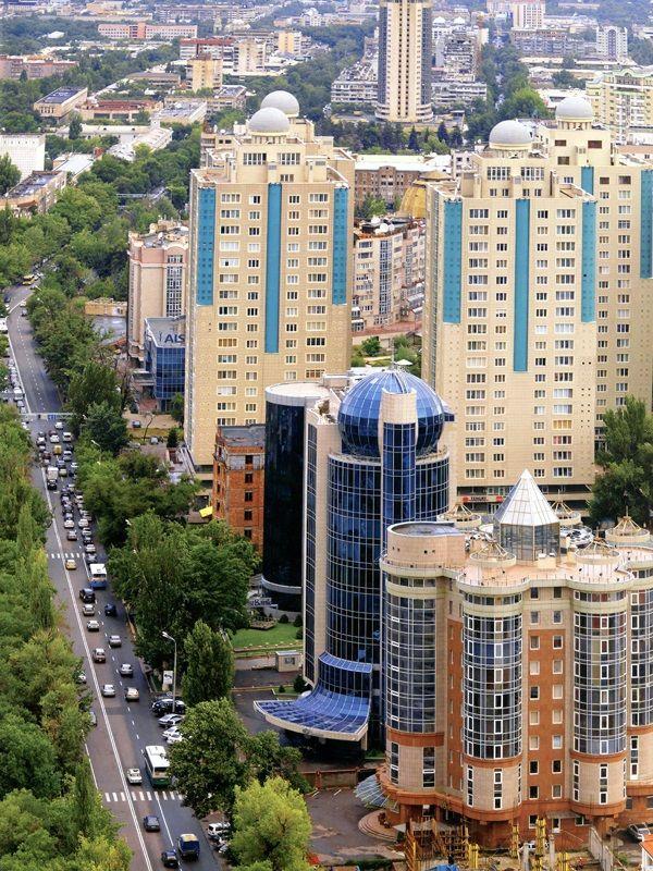 Business centers along the street Dostyk. Almatý