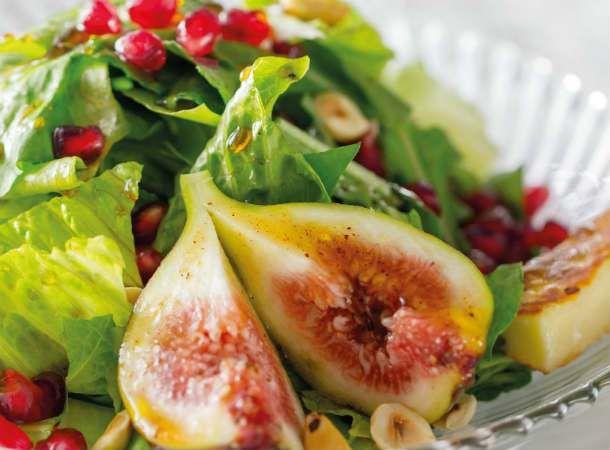Salada de folhas verdes com figo e romã