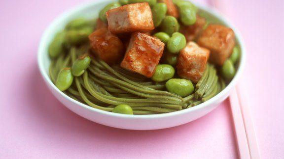 Rezept: Scharfe grüne Nudeln mit Tofu und Sojabohnen