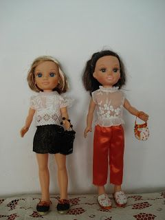 Pantalon naranja y blusita enorganza bordada .Minifalda en lame ,blusa en organdi va rematada con tira de guipur.Muy bonito
