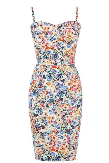 The bandeau dress is back in a big way this summer and this pretty printed number features a sweetheart neckline. The piece features a nipped in waist and concelaed zip fastening for a streamlined fit.