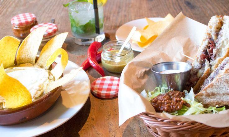 Madrid se ha convertido en una de las ciudades del mundo que más sigue las nuevas tendencias gastronómicas. Conocida por sus Bocadillos de calamares de la Plaza Mayor o sus Churros con chocolate de…