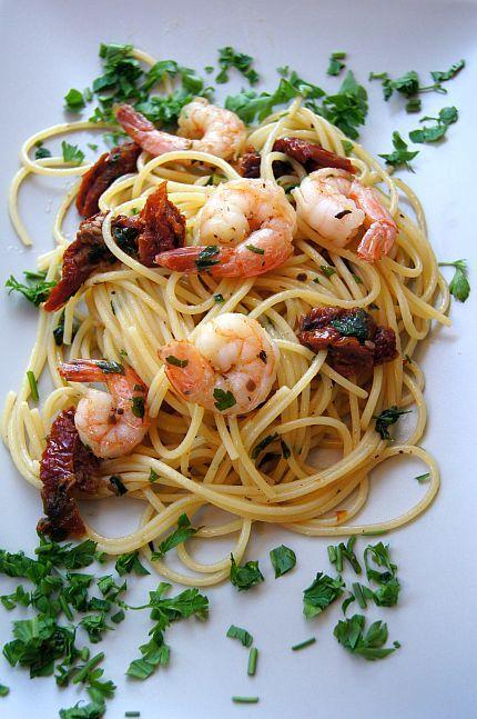 Spaghetti z suszonymi pomidorami i krewetkami #thermomix #shrimp