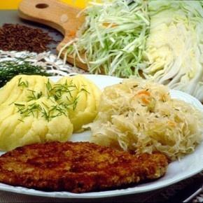 Tradycyjna kuchnia polska nie należy do najzdrowszych na świecie. Najczęstszym polskim obiadem, z jakim możemy się spotkać jest taki oto zestaw... http://blog.ruszamysie.pl/tradycyjna-polska-kuchnia-nie-musi-byc-niezdrowa/