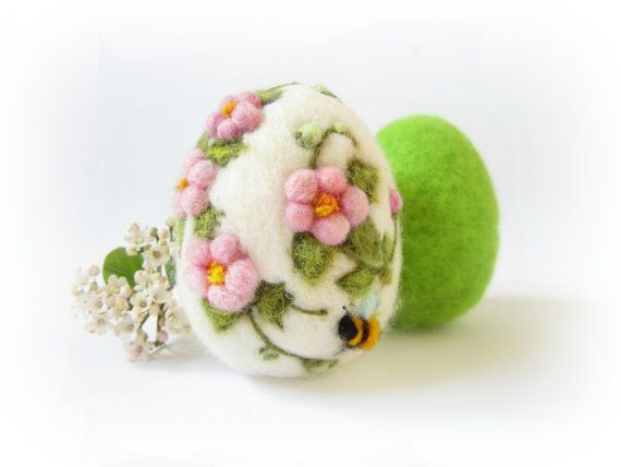 Easter Egg,Needle felted egg,Pink Floral with Bee, Spring Ornament,Felt egg,Miniature Original Art,Collectible